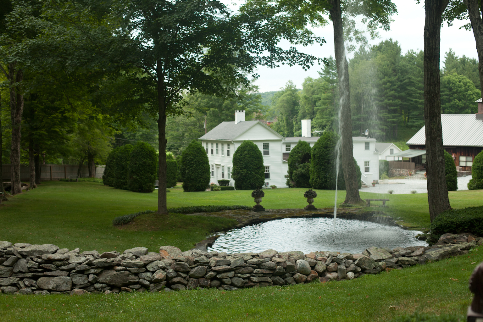 Ashintully Gardens Fountain with house in background