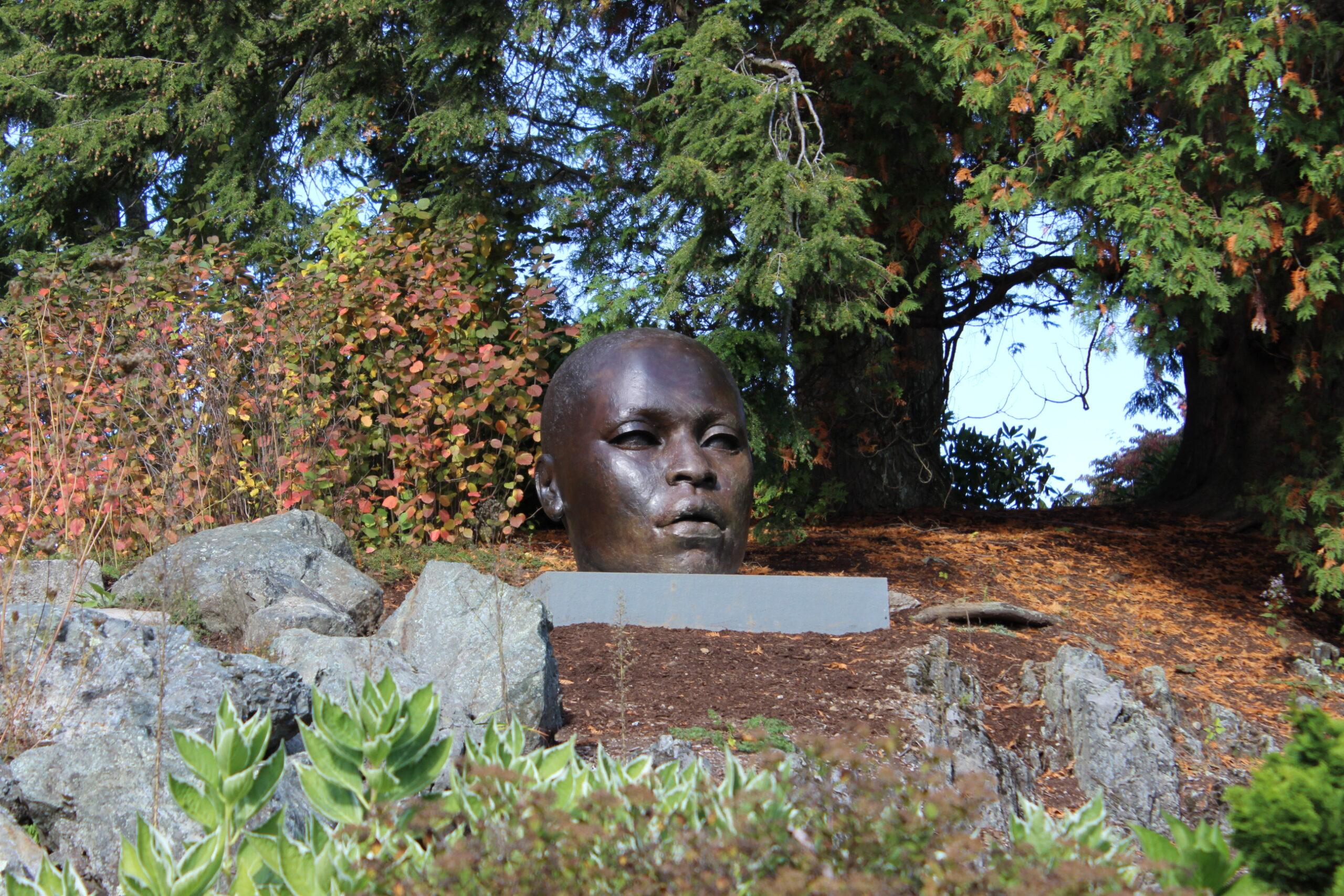a bronze statute of a head