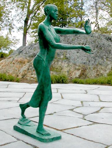 a bronze statue of a eve, holding an apple
