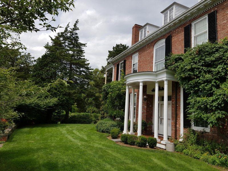 Long Hill House