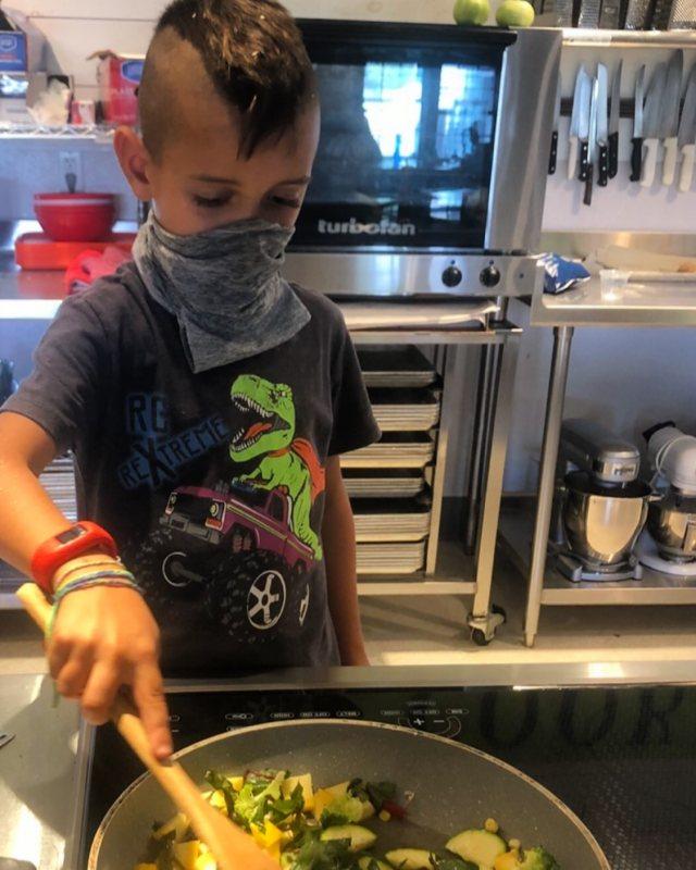 Masked cooking Powisset