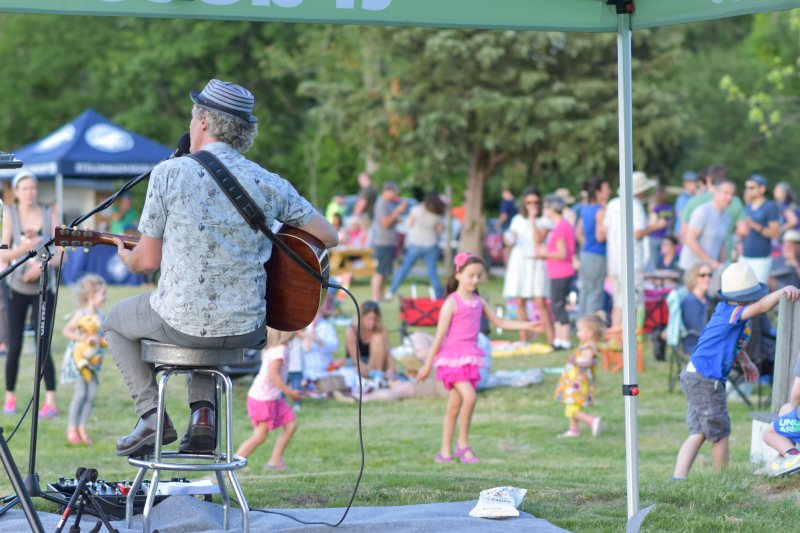 Peter Mundt and the picnic crowd